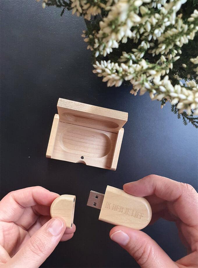 ik heb je lief videoboodschap op een usb stick en houten doosje